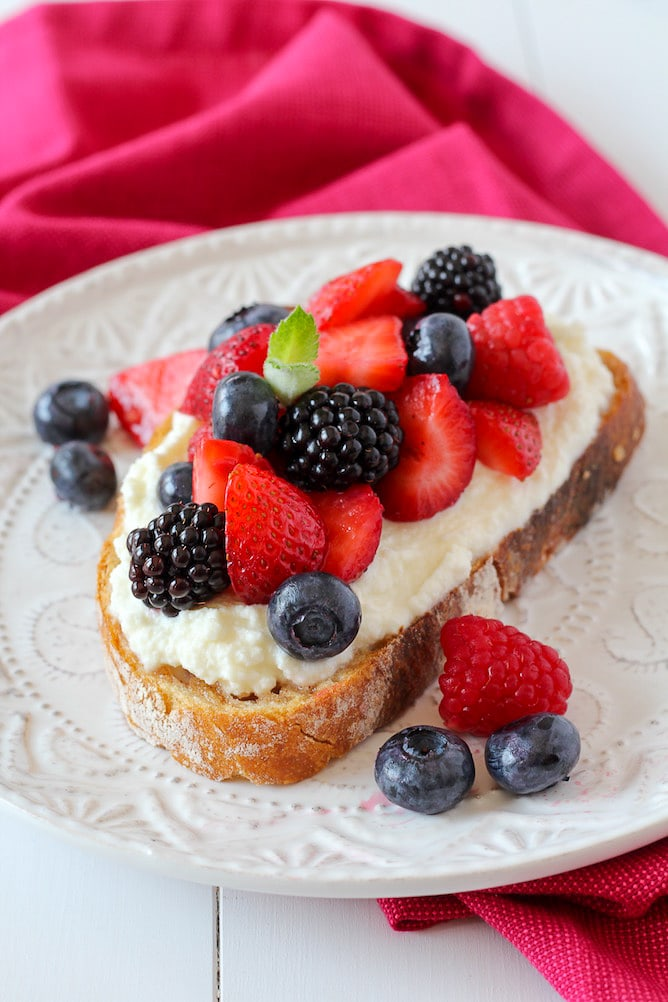 Summer Berries on Toasted Sourdough | cookinginmygenes.com