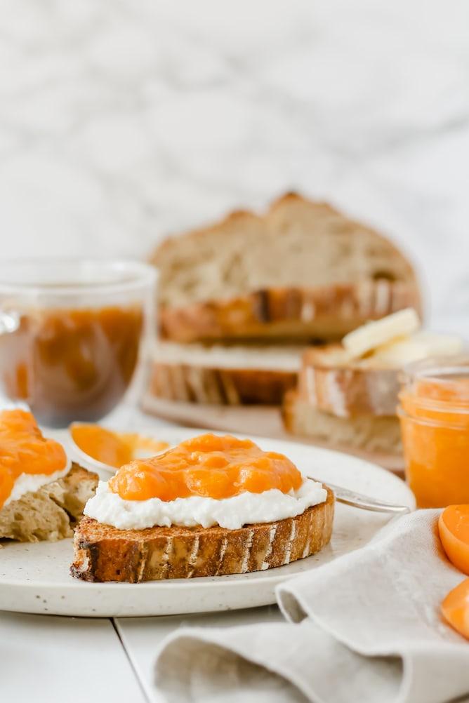 Easy Apricot Jam | cookinginmygenes.com