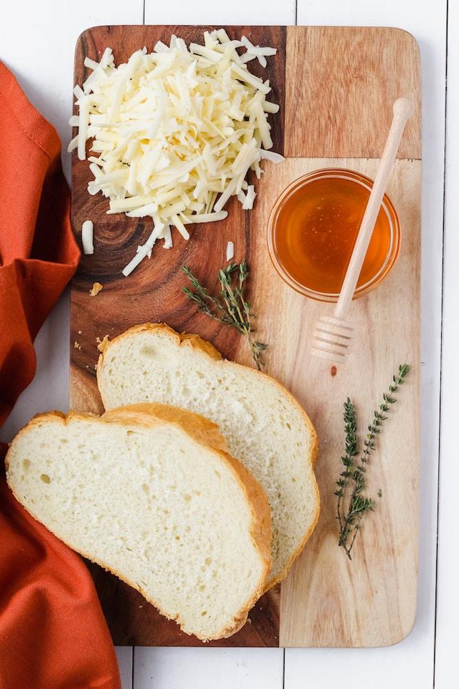 Cheddar and Gruyere Grilled Cheese Sandwich | cookinginmygenes.com