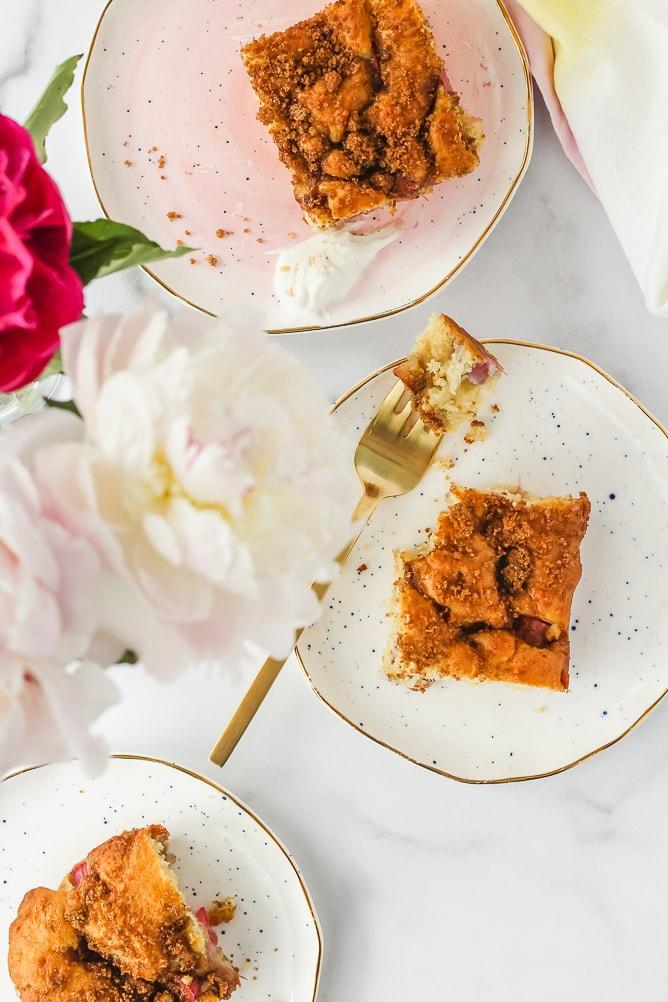 Rhubarb Cake | cookinginmygenes.com