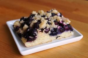 Blueberry Streusel Cake – My Oma's Blueberry Streusel Cake l cookinginmygenes.com