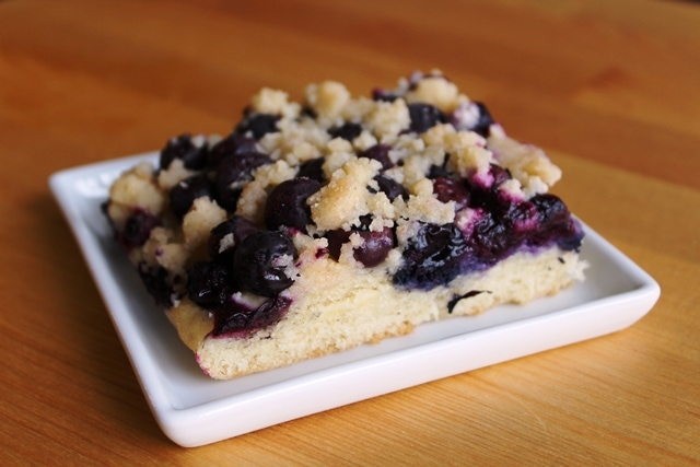 Blueberry Streusel Cake – My Oma's Blueberry Streusel Cake l cookinginmygenes.com