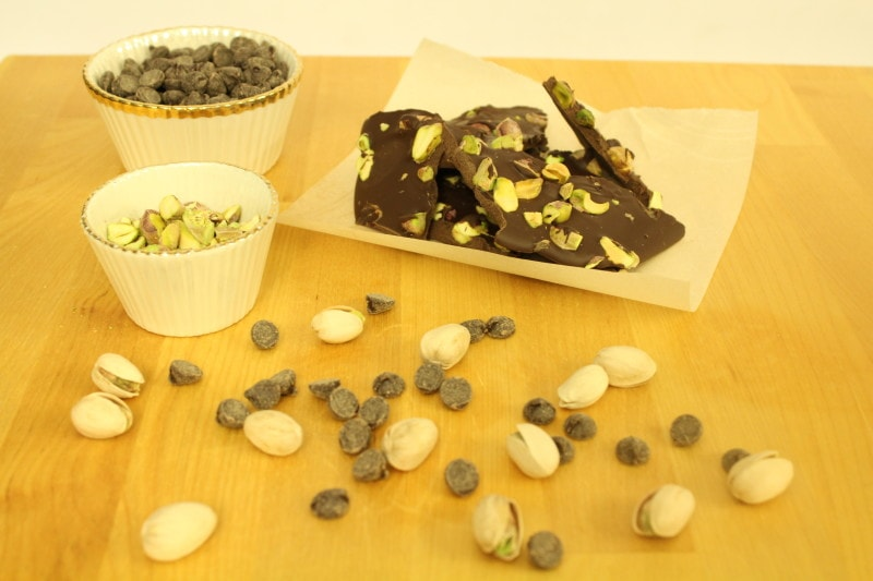 Pistachio-Chocolate Bark l cookinginmygenes.com