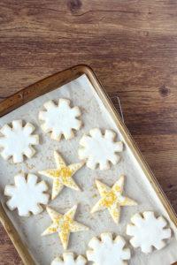 Shortbread Cookies with Lemon Icing | cookinginmygenes.com