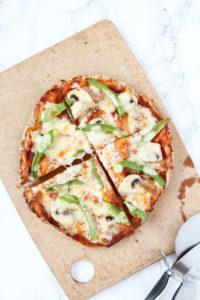 Green Pepper & Mushroom Pita Pizza | cookinginmygenes.com