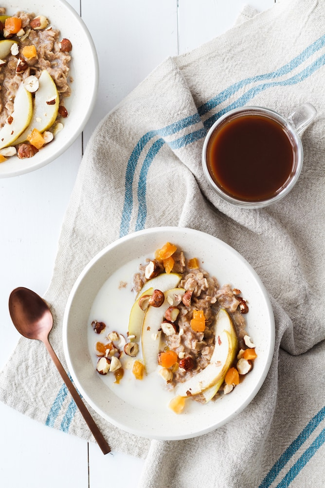 Spiced Oatmeal with Honey Pears | cookinginmygenes.com