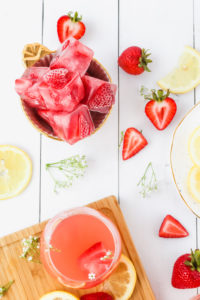 Strawberry Lemonade Rosé Punch | cookinginmygenes.com