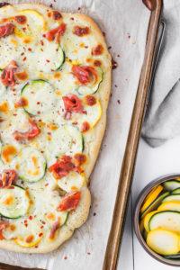 Zucchini and Prosciutto Pizza | cookinginmygenes.com
