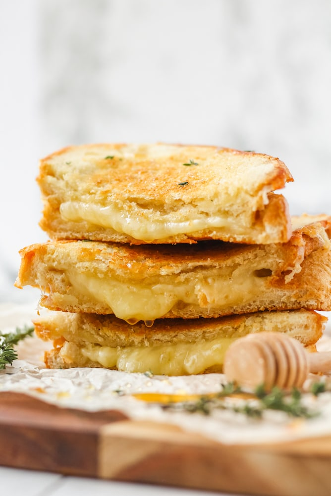 Cheddar and Gruyere Grilled Cheese Sandwich | cookinginmygenes.com