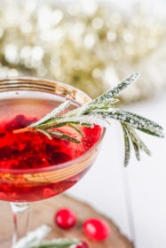 Cranberry Rosé Fizz Cocktail | cookinginmygenes.com
