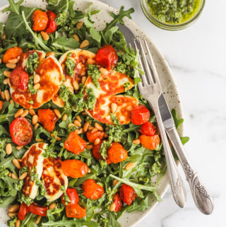 Roasted Tomato, Arugula and Halloumi Salad with Pesto | cookinginmygenes.com