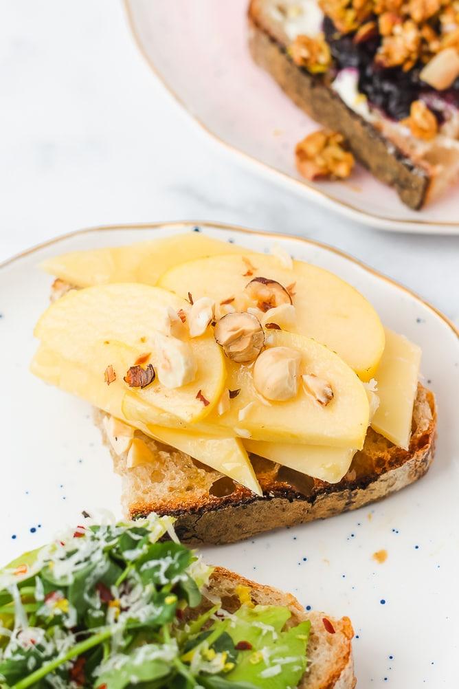 4 Easy & Creative Breakfast Toast Ideas